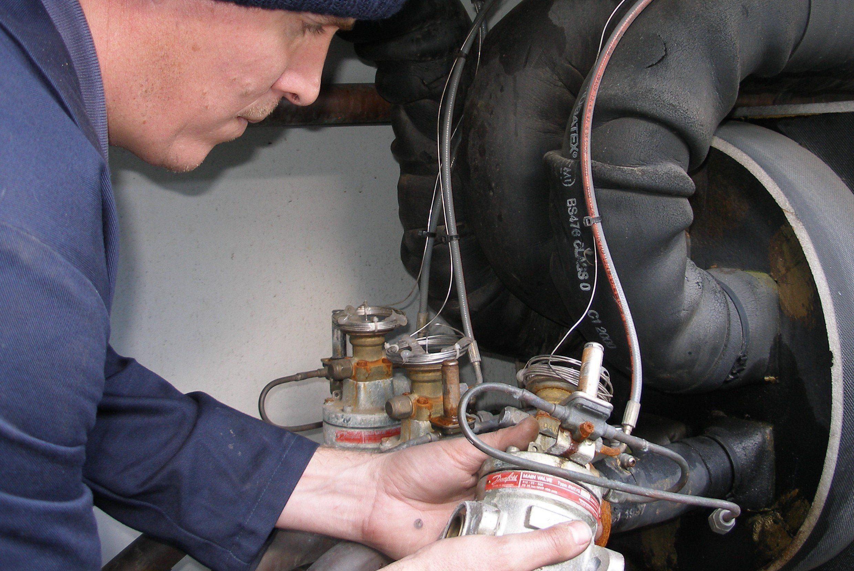 Centrifugal chiller regular maintenance
